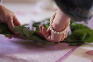 Christine Raiga vous montre les astuces pour décorer une table de mariés