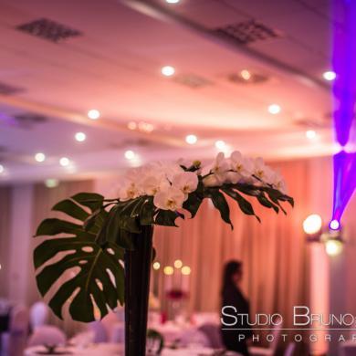 Lieu de réception : Ambiance chaleureuse dans une salle de mariage